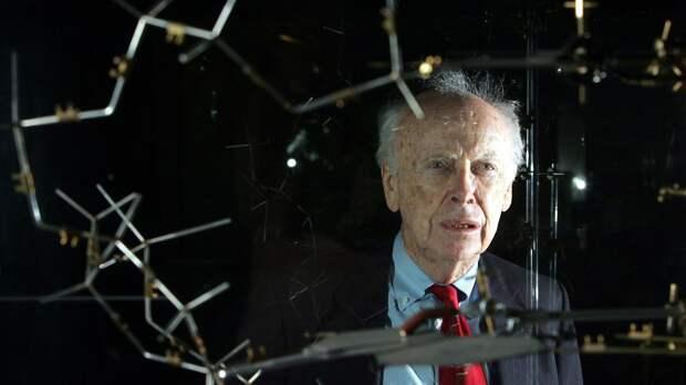 «Белые умнее черных»: за что первооткрывателя ДНК Джеймса Уотсона лишили всех наград