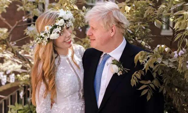 Названа стоимость свадебного платья жены Бориса Джонсона