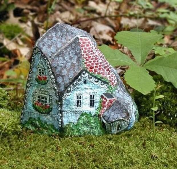 Вот такой декор из камней сделали для дачи. По-моему неплохо получилось!