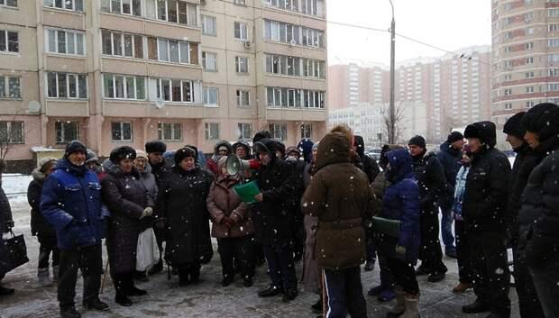 Митинг прошел за строительство поликлиник в микрорайоне Силикатная‑2