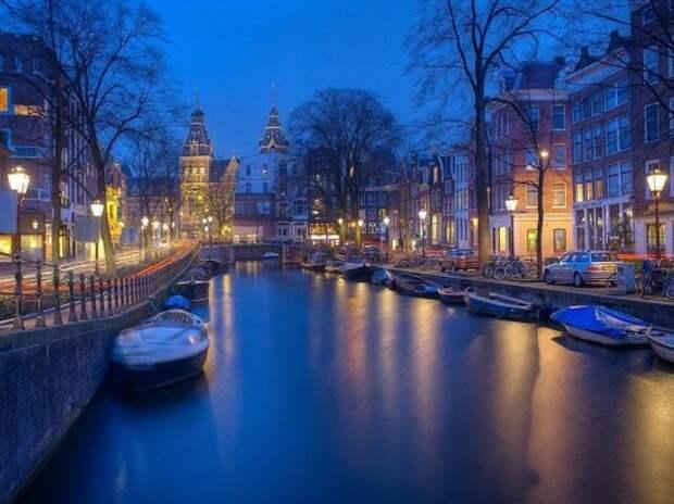 В Амстердаме придумали замену «кварталу красных фонарей»