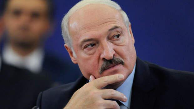 Лукашенко заявил о готовности провести досрочные выборы в Белоруссии вместе с США