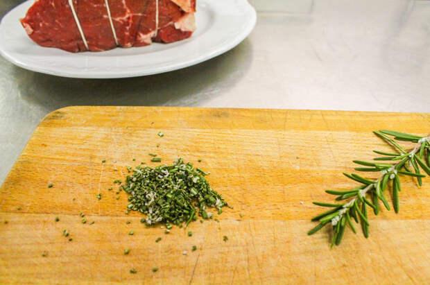 Ростбиф за 40 минут: запекаем килограмм мяса быстрее курицы