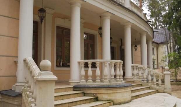 Зрителей «Идельного ремонта» возмутила обстановка на даче у Инны Чуриковой