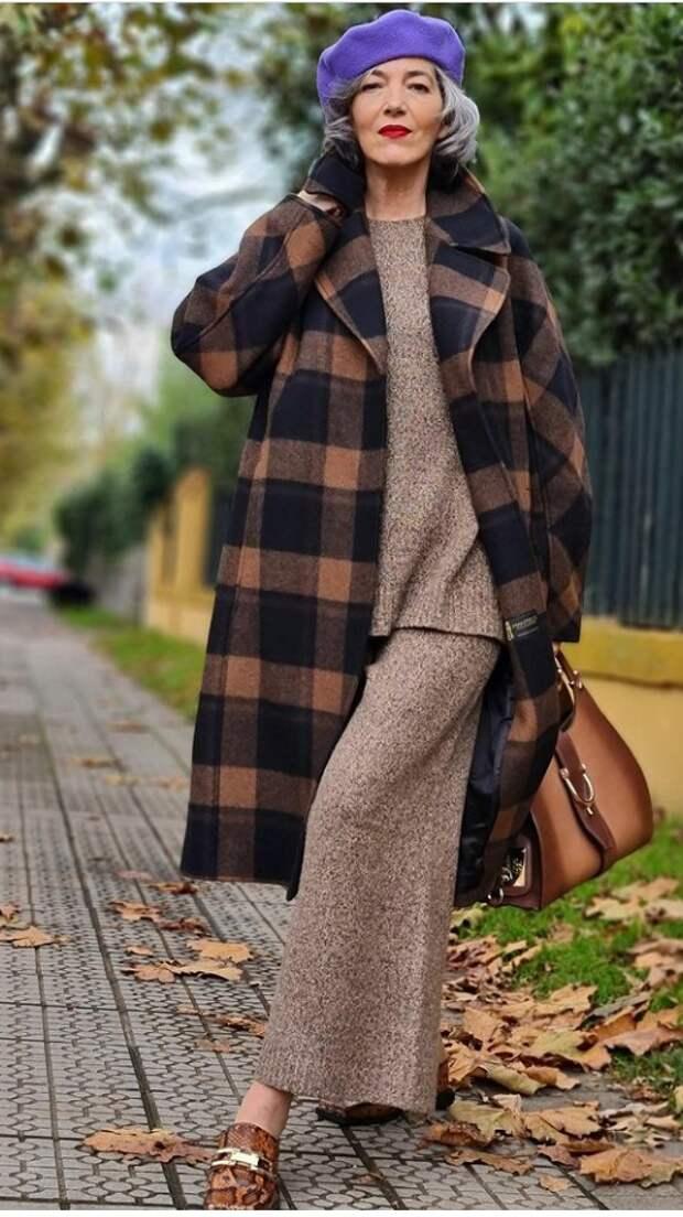 50-летняя испанка в модных образах на весну, которые захочет повторить каждая