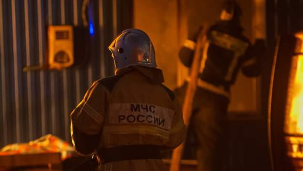 Пожар охватил здание в Петроградском районе Петербурга