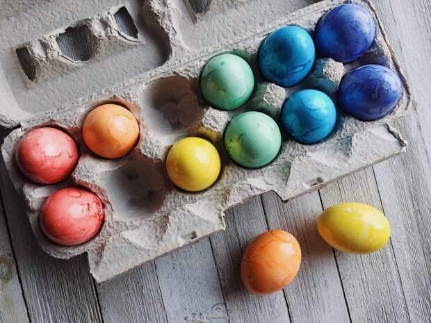 Названы опасные для здоровья способы окрашивания пасхальных яиц