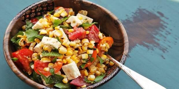 Салат из кукурузы с фетой и мятой