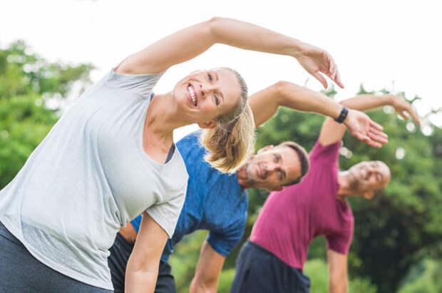 Для разминки используются обычные упражнения утренней гимнастики, разогревающие мышцы: наклоны, повороты, приседания