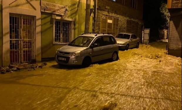 Под Ялтой ночью затопило посёлок Кореиз