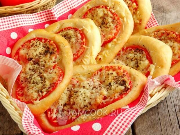 Готовые лодочки с луком и помидорами