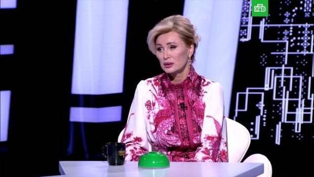 """Цыганова попыталась остановить рассказ мужа о Пугачевой: """"И опять меня на 20 лет закроют"""""""
