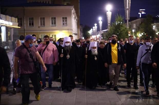 В Екатеринбурге прошел несогласованный Царский крестный ход