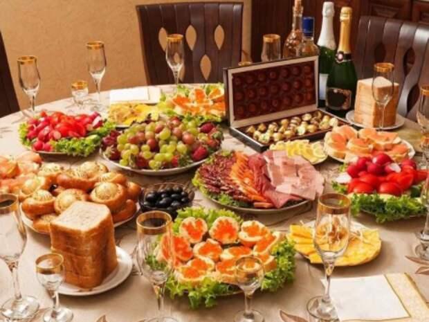Свекровь назвала нас буржуями… Обвинила в том, что мы едим на Новый год красную икру… А у ее дочери с мужем пустой стол…