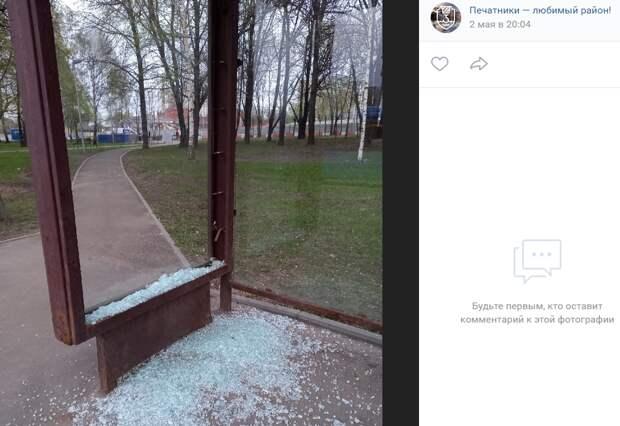 Вандалы разбили стекла остановочного павильона МЦД «Люблино»