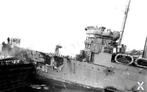 Немецкие офицеры на палубе «Кэмпбеллт...