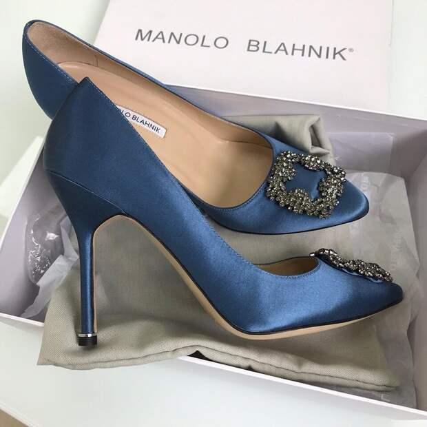 Атласные туфли Manolo Blahnik. /Фото: brends-msk.ru
