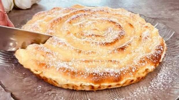 2 яблока + заварной крем и пирог-ураган готов. Пальчики оближешь!