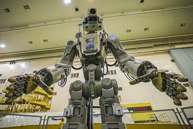В то же время глава Роскосмоса запускает робота Федора, который за 300 миллионов рублей должен протирать стекла иллюминаторов на космической станции. Фото: сайт Роскосмоса
