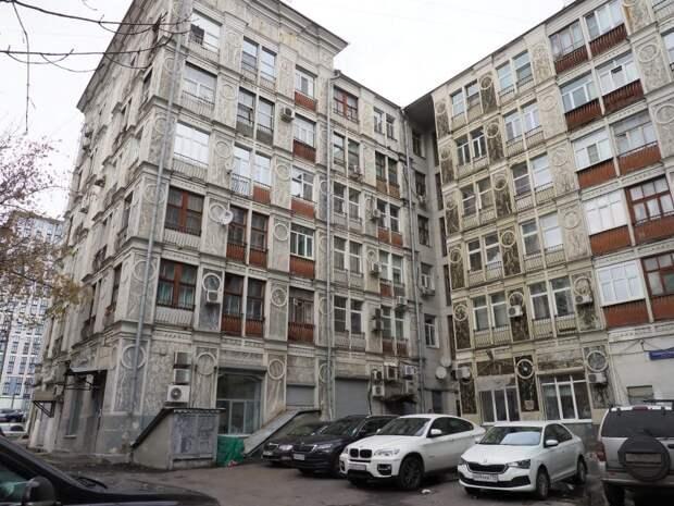 Реставрация дома с богатой историей на Ленинградке завершится в этом году