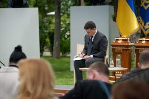 """О """"захвате"""" Восточной Украины и встрече с Путиным: Зеленский дает пресс-конференцию"""