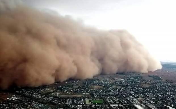 Китайская песчаная «буря десятилетия» угрожает России: почему это происходит