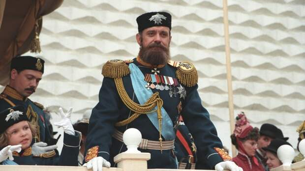 Бывшие империи комплексуют одинаково: о чем сегодня поет «Сибирский цирюльник» Никиты Михалкова