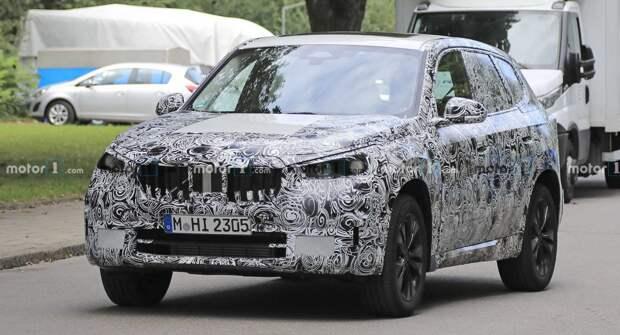 Новый BMW X1 2022 года проходит испытания на Нюрбургринге