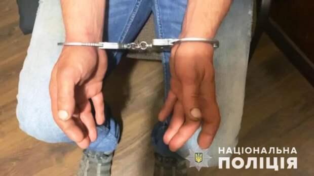 В Одессе мужчина напал на прохожего. Появилось видео