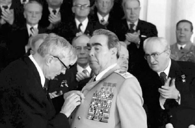 Награды и другие вещи, которые очень любил Брежнев