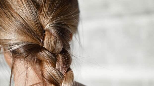 Трихолог раскрыл самую вредную прическу для здоровья волос