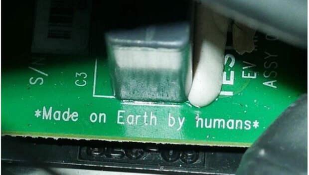 """Вы знали, что вместо """"сделано в США"""", Маск на Тесле написал: Сделано людьми на Земле""""?"""