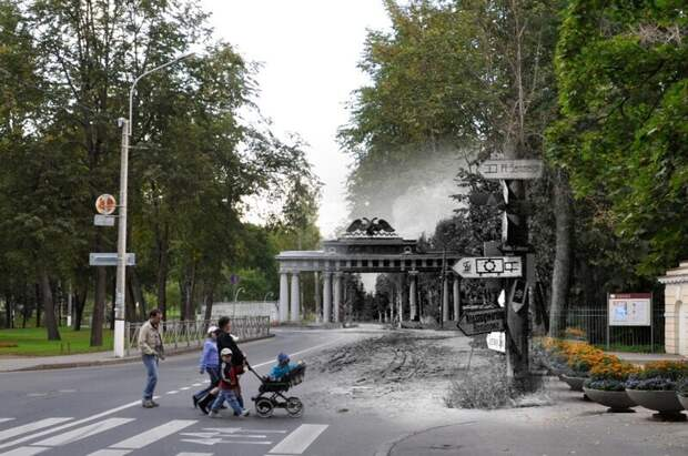 Павловск 1941-2011 Чугунные Николаевские ворота. Немецкие указатели блокада, ленинград, победа