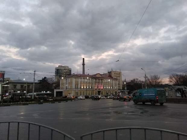 """В Симферополе отремонтируют разбитую вандалами """"умную"""" остановку"""