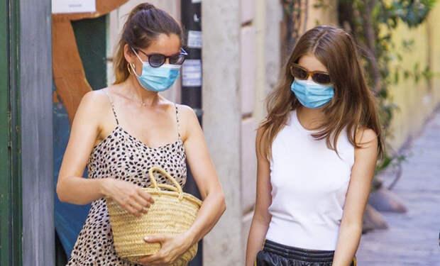 Летиция Каста впервые за долгое время появилась на публике со своей 18-летней дочерью
