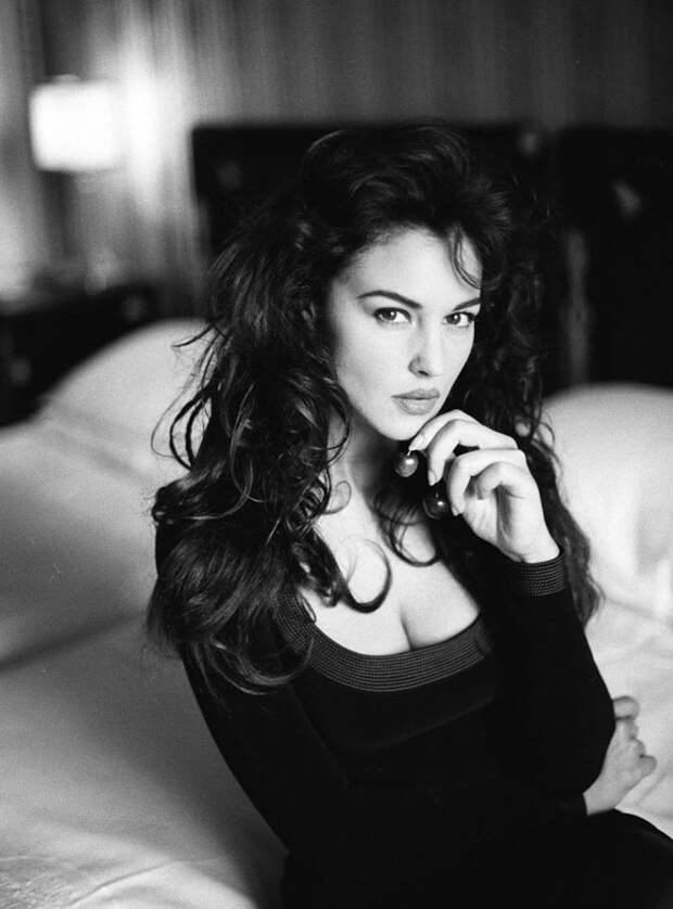 Самые провокационные снимки великолепной Моники Беллуччи.