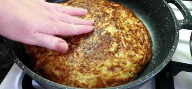 Часто делаю из капусты эту вкуснятину на сковороде — и пирог (но без муки), и гарнир