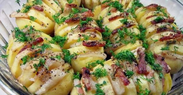 Картошка-гармошка в духовке: и сытный ужин, и гостям подать не стыдно