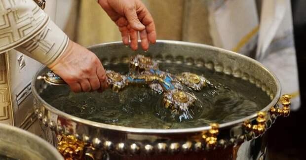 Когда набирать и как хранить крещенскую воду