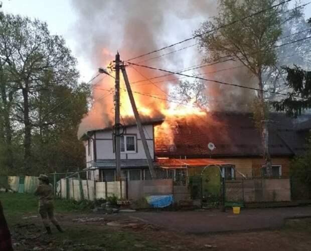 Сотрудники колонии спасли пожилую женщину из горящего дома в Семенове