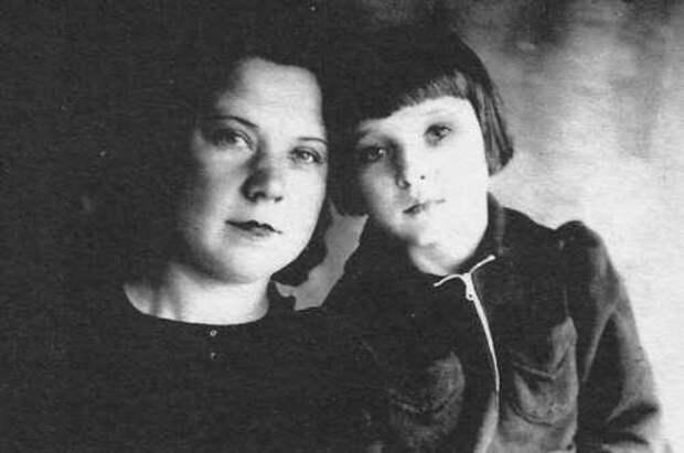 Люся Гурченко с матерью Еленой Александровной