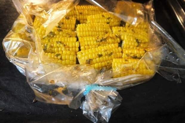Запеченная в рукаве сливочная кукуруза: фото шаг 4