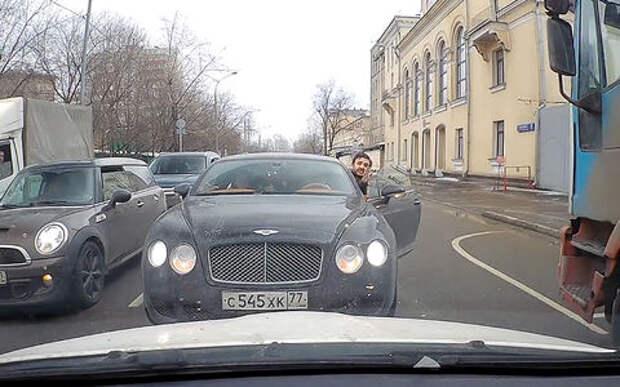 В Москве известный режиссер попался на встречке