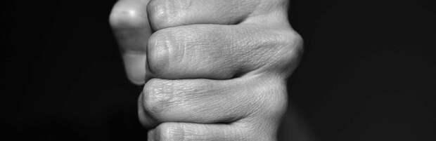 В одном из караоке-клубов Алматы избили девушку