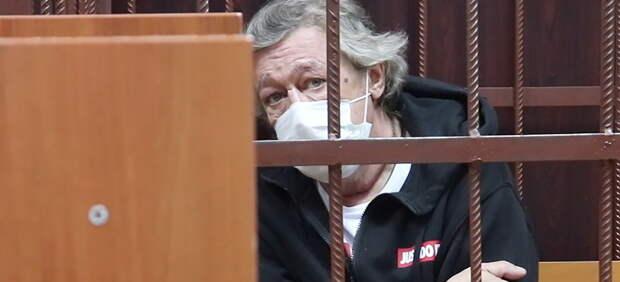 Заслуженный пьяница России: Ефремову пророчат легкое наказание