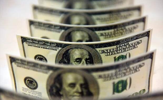 Ни одного американца не беспокоит стабильность доллара так, как российскую верхушку