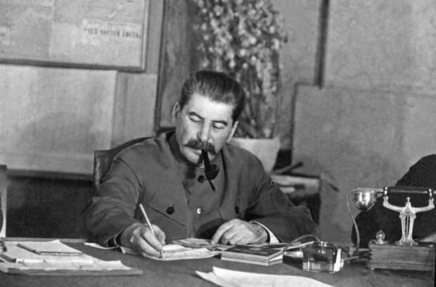 Жесток ли был Сталин, чесавшийся своим затылком о край неба?