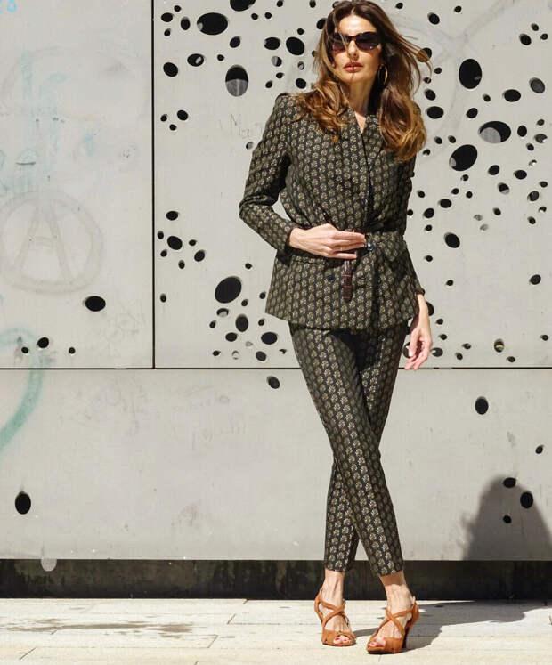 Брючный костюм весна 2021: модные фасоны + 16 свежих образов для женщин за 50