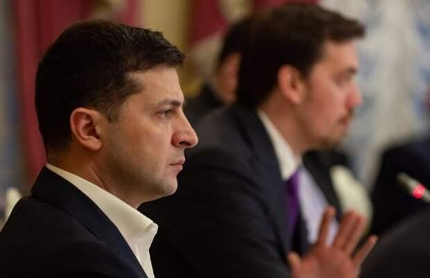 Зеленский уволил с военной службы экс-главу СБУ
