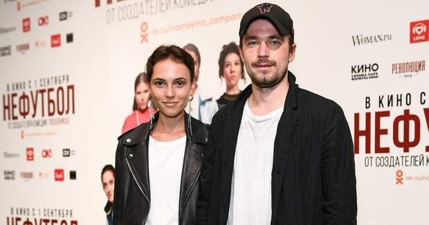 Петров с возлюбленной, Аксенова и другие на премьере «Нефутбола»